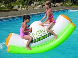 Balan oire gonflable aquatique blibbit pour piscine sur for Balayeuse pour piscine gonflable