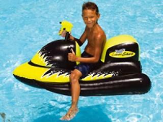 jet ski gonflable avec pistolet eau pour piscine sur march. Black Bedroom Furniture Sets. Home Design Ideas