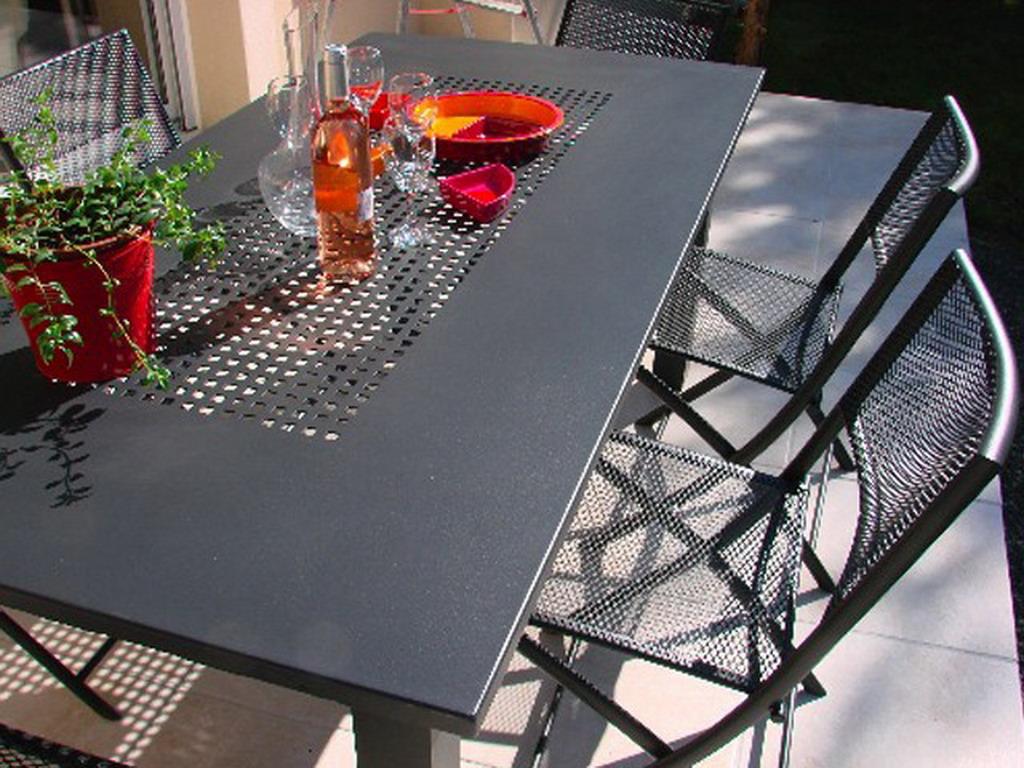 Table de jardin en aluminium plateau perfor 180cm x 90cm x 73cm coloris gris sur - Table jardin aluminium la rochelle ...