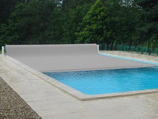 Couverture piscine automatique hors sol voleo overcover coloris gris sur march for Prix couverture piscine