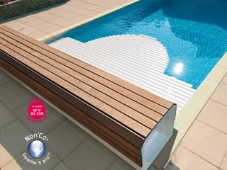 volet automatique hors d 39 eau abriblue banc classic banc blanc lames pvc blanches pour piscine. Black Bedroom Furniture Sets. Home Design Ideas