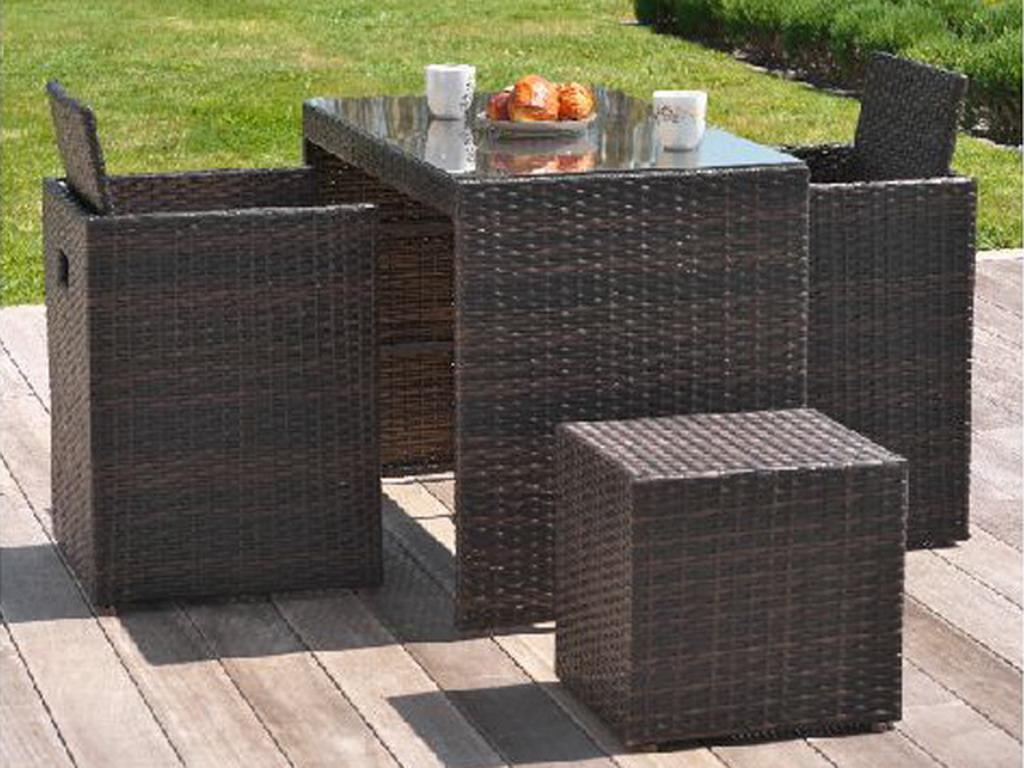 Salon de jardin en résine tressée avec table + 2 fauteuils encastrables + 2  poufs Chocolat