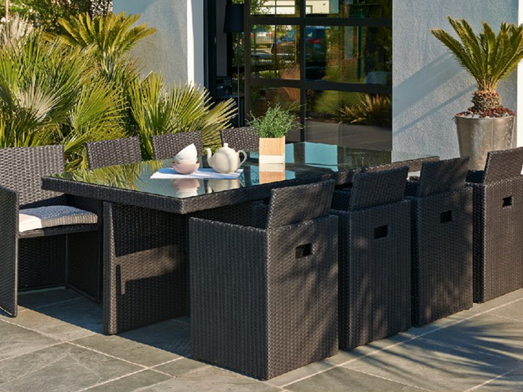 Salon de jardin en résine tressée avec table + 8 fauteuils ...