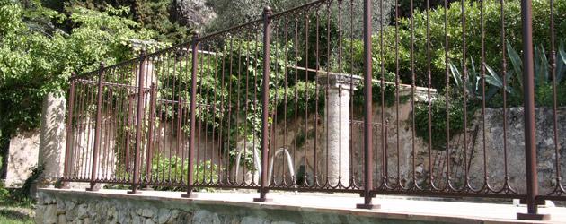 barri re piscine provencale fer forg la norme nfp90 306 sur march. Black Bedroom Furniture Sets. Home Design Ideas