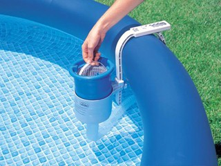 Skimmer de surface flottant intex deluxe pour piscine hors for Chauffage piscine hors sol intex