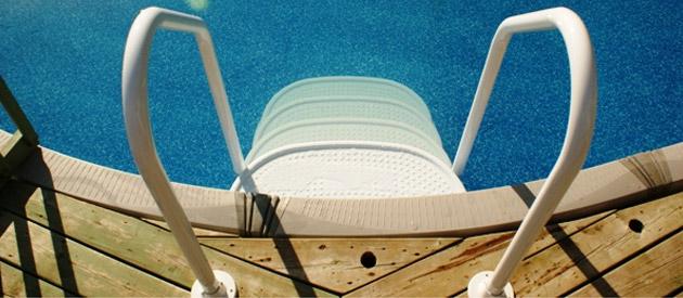 Escalier int rieur innovaplas space saver pour piscine sur march - Escalier interieur piscine hors sol ...