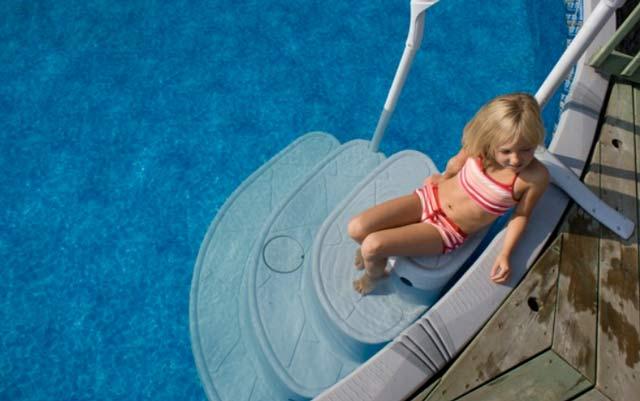 Escalier piscine MAJESTIC 4 marches avec main courante - Avantages de l'escalier intérieur Innovaplas MAJESTIC 4 marches