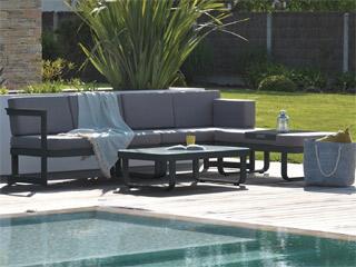 Salon de jardin en résine tressée avec table et 8 fauteuils dossiers ...